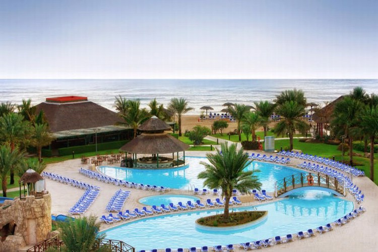 fujairah-rotana-resort-spa-bazen-1