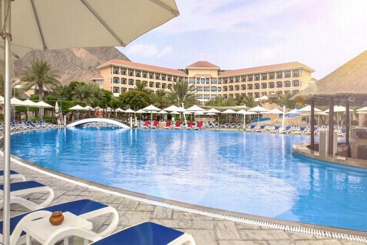 fujairah-rotana-resort-spa-bazen