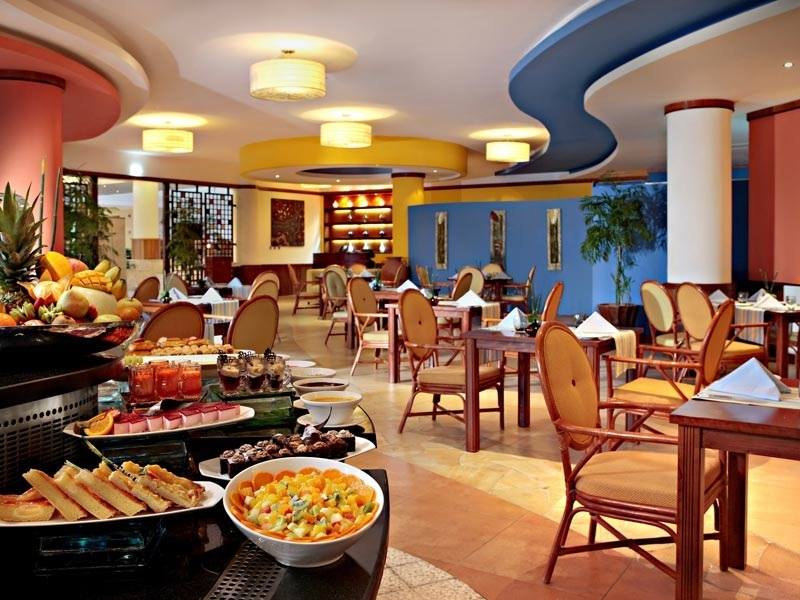 fujairah-rotana-resort-spa-restaurace